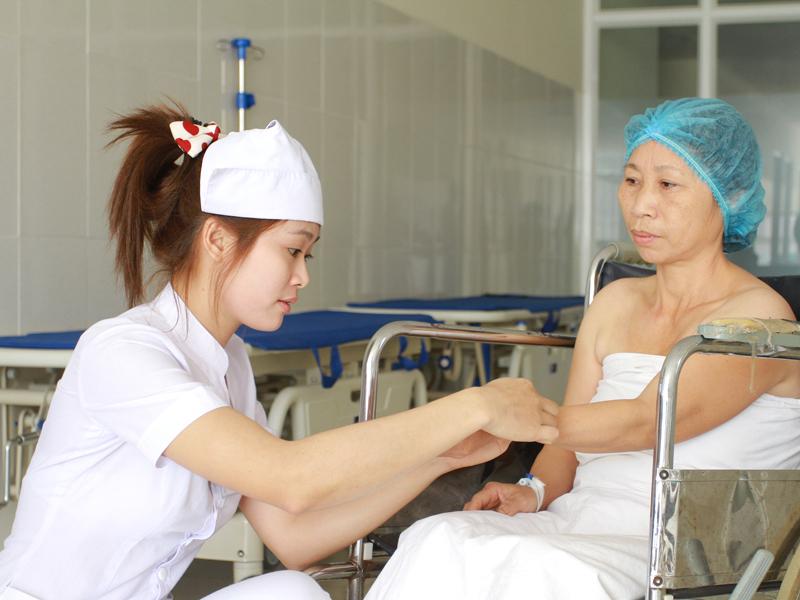 Hổ Trợ Bệnh Nhân Trước Khi Thực Hiện Phẫu Thuật