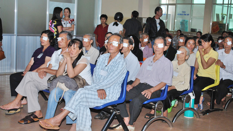 Mổ Mắt Miễn Phí Cho 50 Bệnh Nhân Nghèo Bị đục Thủy Tinh Thể Bằng Phương Pháp Phaco