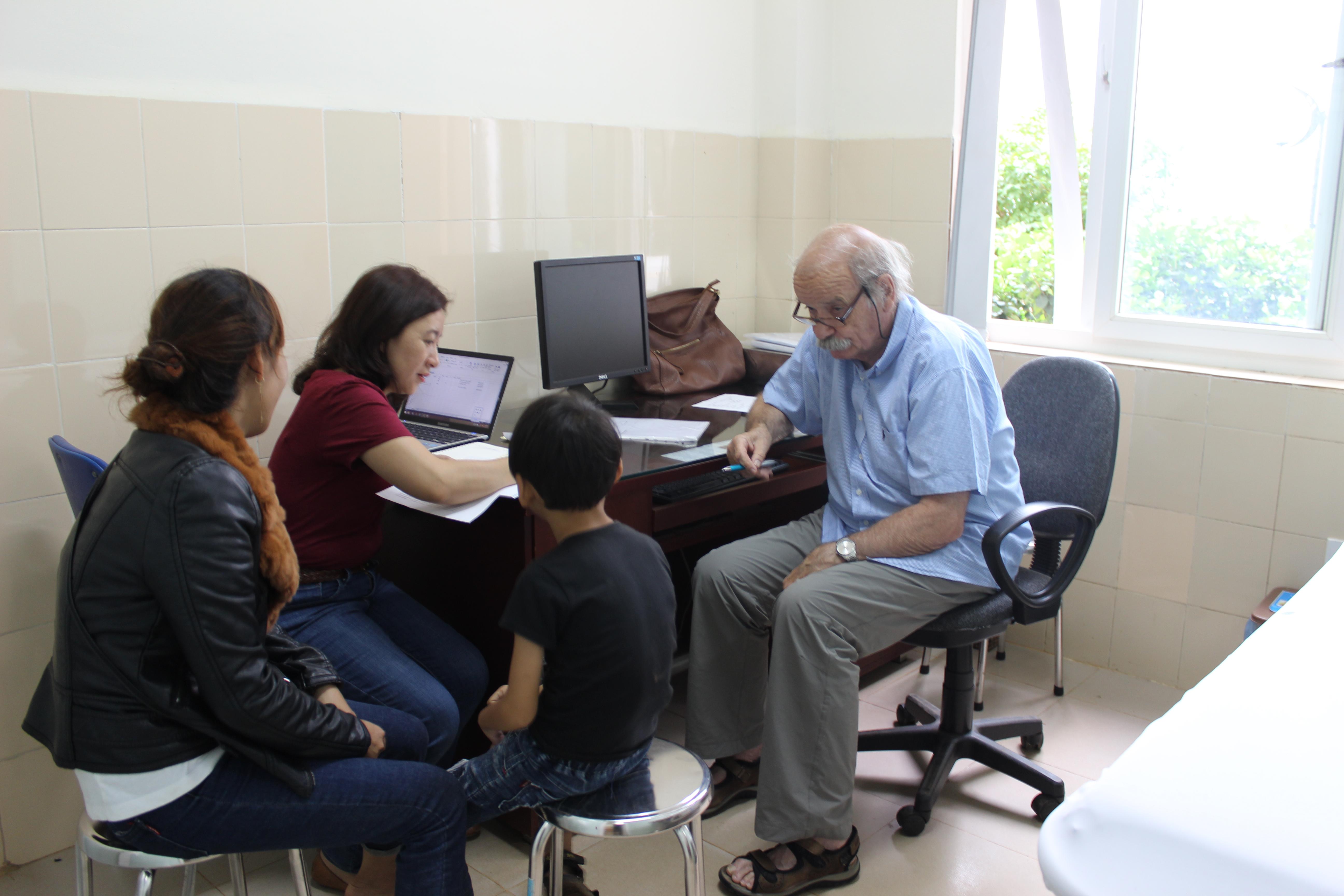 Bệnh Viện Thiện Hạnh Chào Mừng đoàn Bác Sĩ Bệnh Viện Lausanne (Thụy Sỹ) Về Khám Sàng Lọc Dị Tật Cơ Xương Khớp Và Các Di Chứng Sẹo Bỏng Cho Trẻ Em
