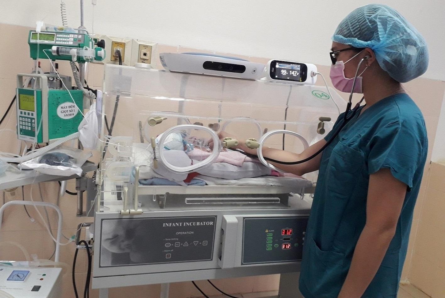 Bệnh Viện Thiện Hạnh: Cứu Sống Và Nuôi Dưỡng Thành Công Bé Gái Sinh Non Nhẹ Cân 28 Tuần
