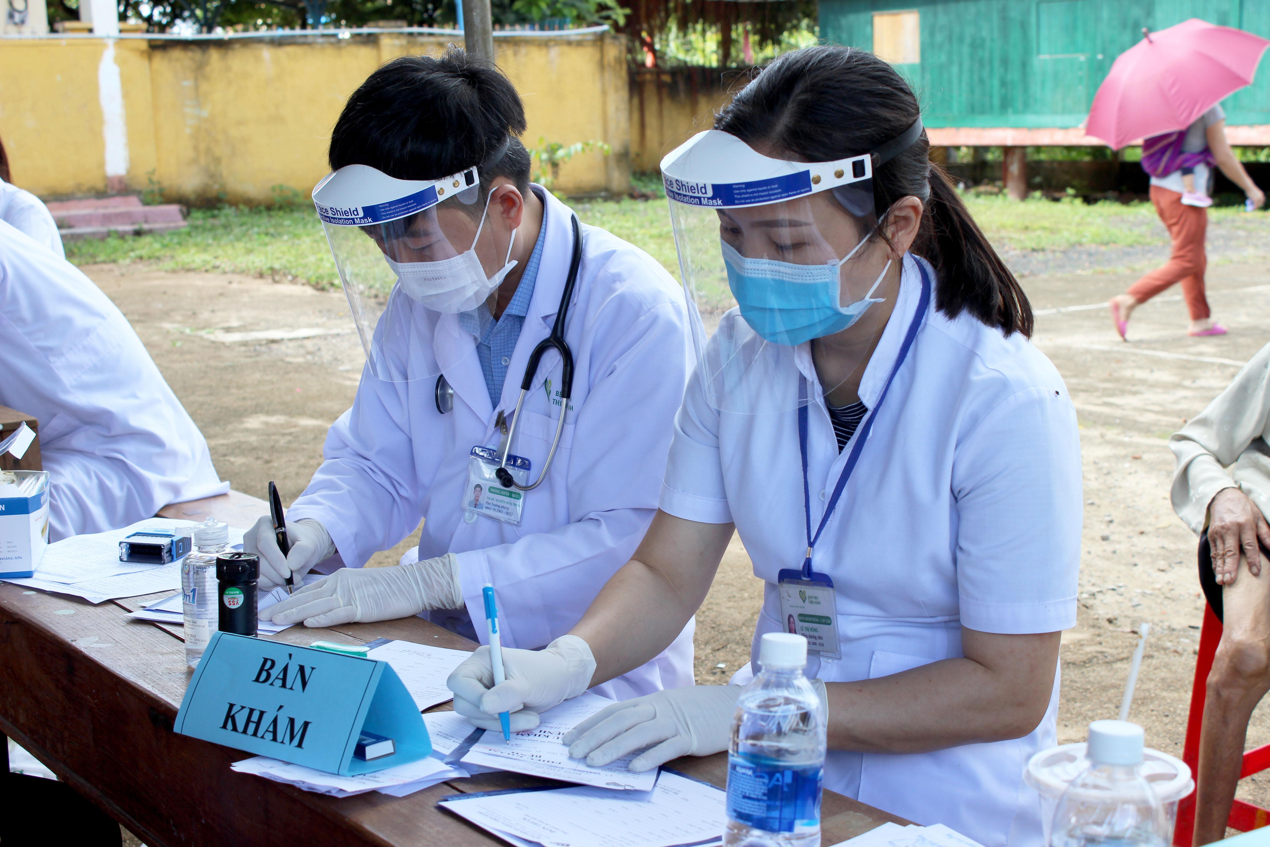 Khám Bệnh Miễn Phí Tại Buôn EaNa: Đảm Bảo Chặt Chẽ Các Biện Pháp Phòng Dịch