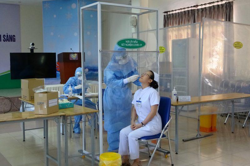 BV Thiện Hạnh Xét Nghiệm Nhanh Kháng Nguyên SARS-CoV-2 Cho Toàn Thể Nhân Viên